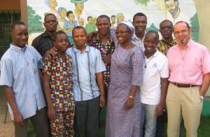 IMG_0660 novices avec sœur Marie-Stella (aide aux sidatiques)